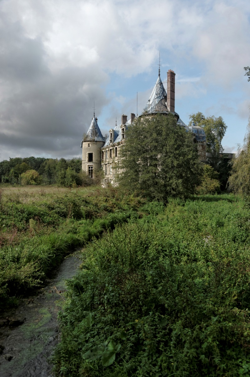 urbex, exploration urbaine, urbex château Popkov, urbex château, façade arrière château Popkov, photo prise du petit pont