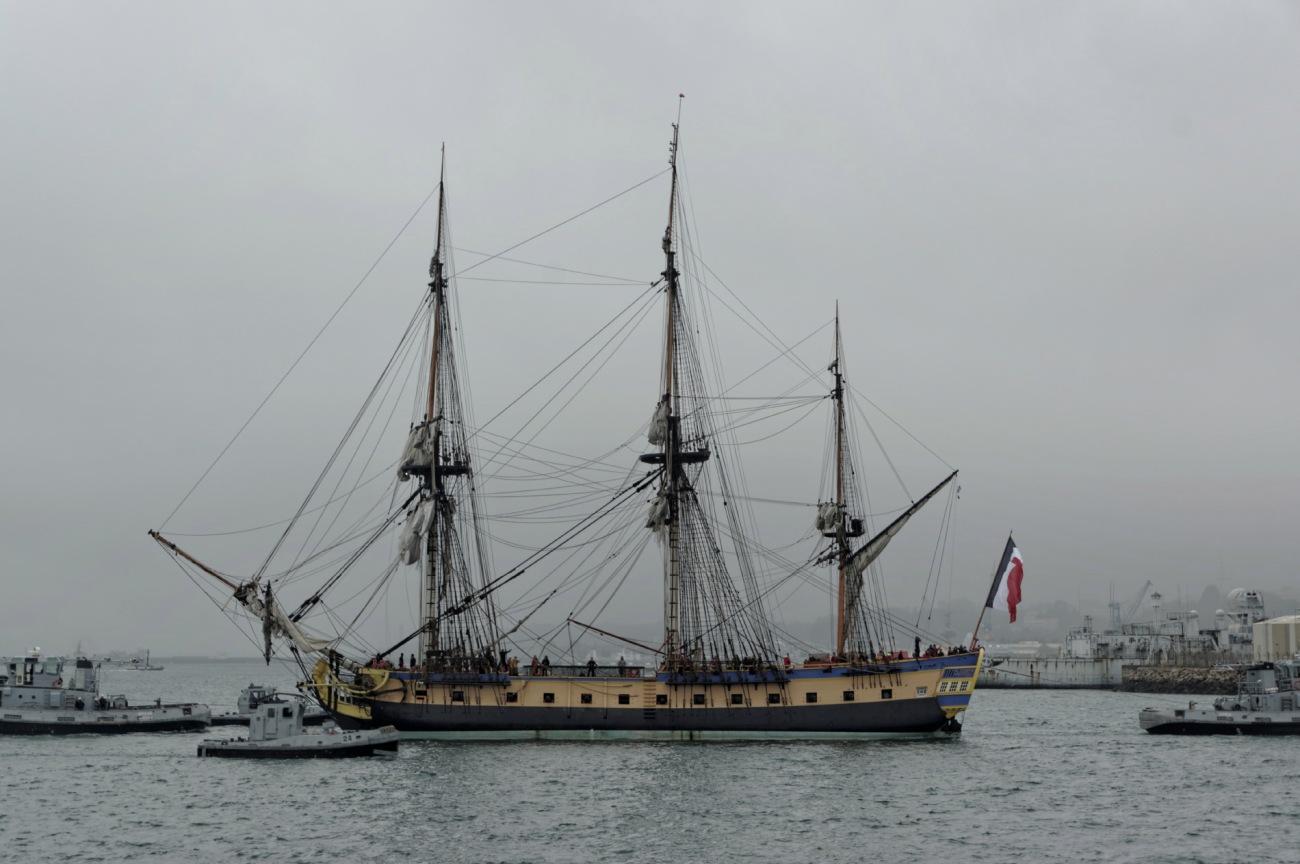 L'Hermione, l'Hermione à Brest, Brest, entrée de la Penfeld, bateau, voilier, trois mats, bretagne, finistère
