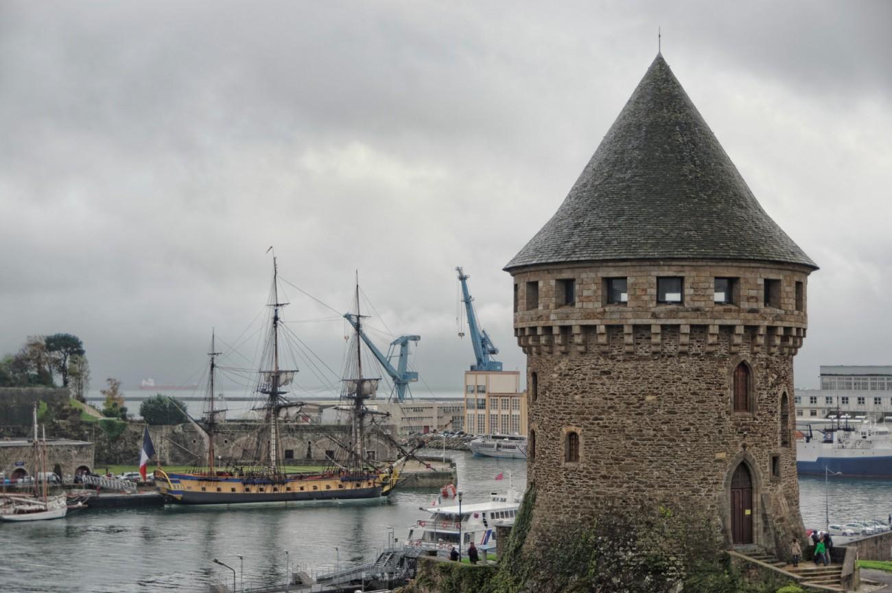 L'Hermione, l'Hermione à Brest, Brest, entrée de la Penfeld, bateau, voilier, trois mats, bretagne, finistère, Tour Tanguy, Recouvrance
