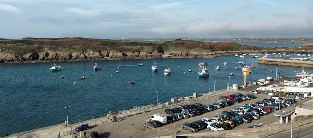 vue depuis la terrasse de l'hotel restaurant le Sainte-Barbe, presqu'île de Kermorvan, entrée du port du Conquet