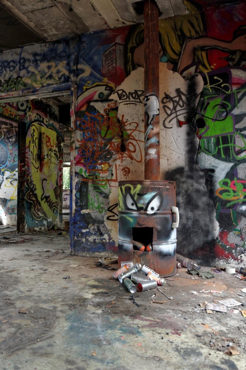 tags, graffs, bidon, bombes peinture, usine à gaz