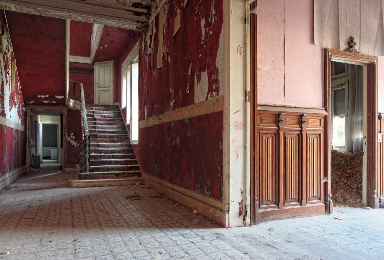 hall d'entrée du château Rouge, château Bambi, urbex, exploration urbaine