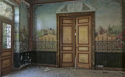 château d'Ah, hall d'entrée, porte salon