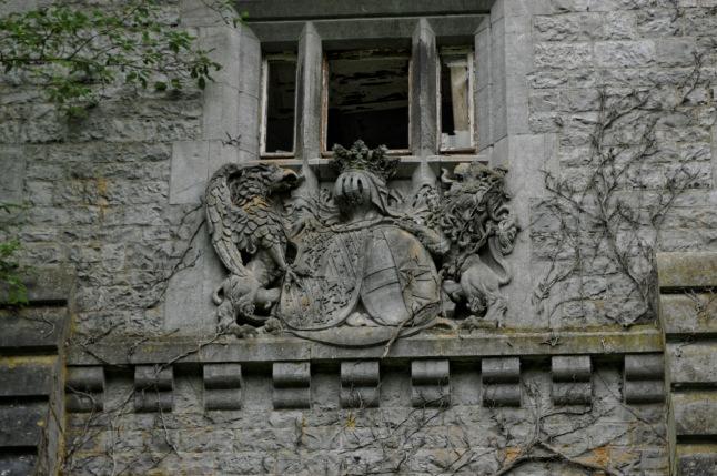 blason façade château Miranda