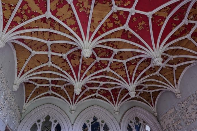 plafond rouge rez-de-chaussée château Miranda