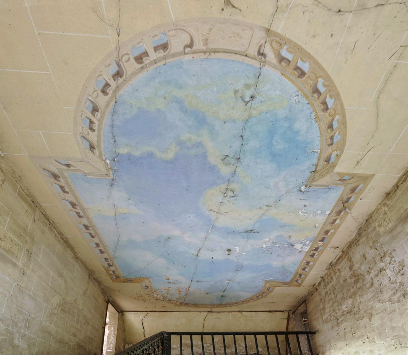 plafond ciel, fresque, château Popkov, urbex