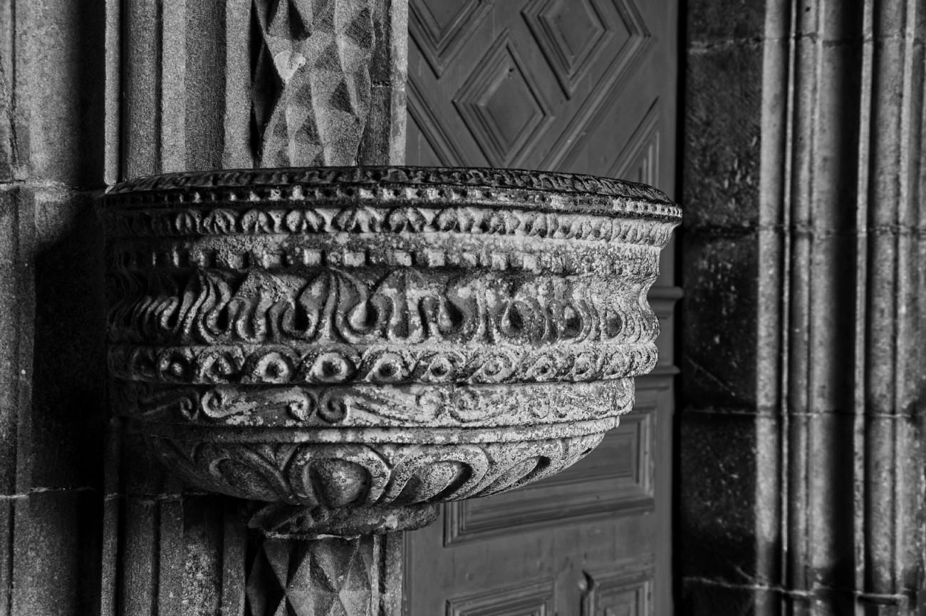 bénitier Eglise Notre Dame de Lampaul Guimiliau, bretagne, finistère,