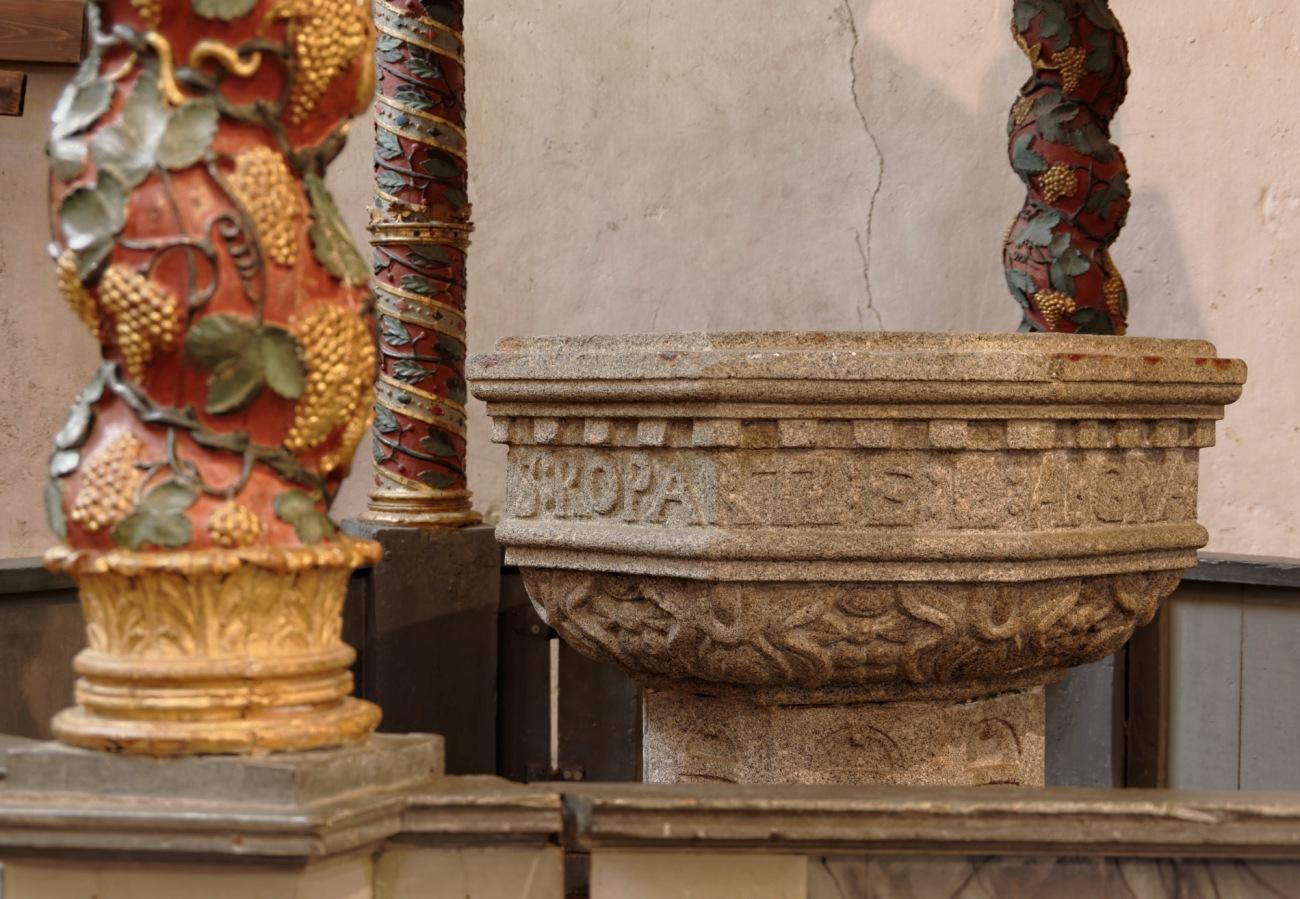 baptistère, Lampaul Guimiliau, baptistère baroque, église Notre Dame, finistère, Bretagne