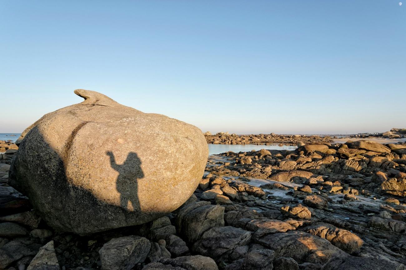 Voeux pour 2015, rochers de l'île aux Vaches, Bretagne, Finistère, Guissény, autoportrait en ombre