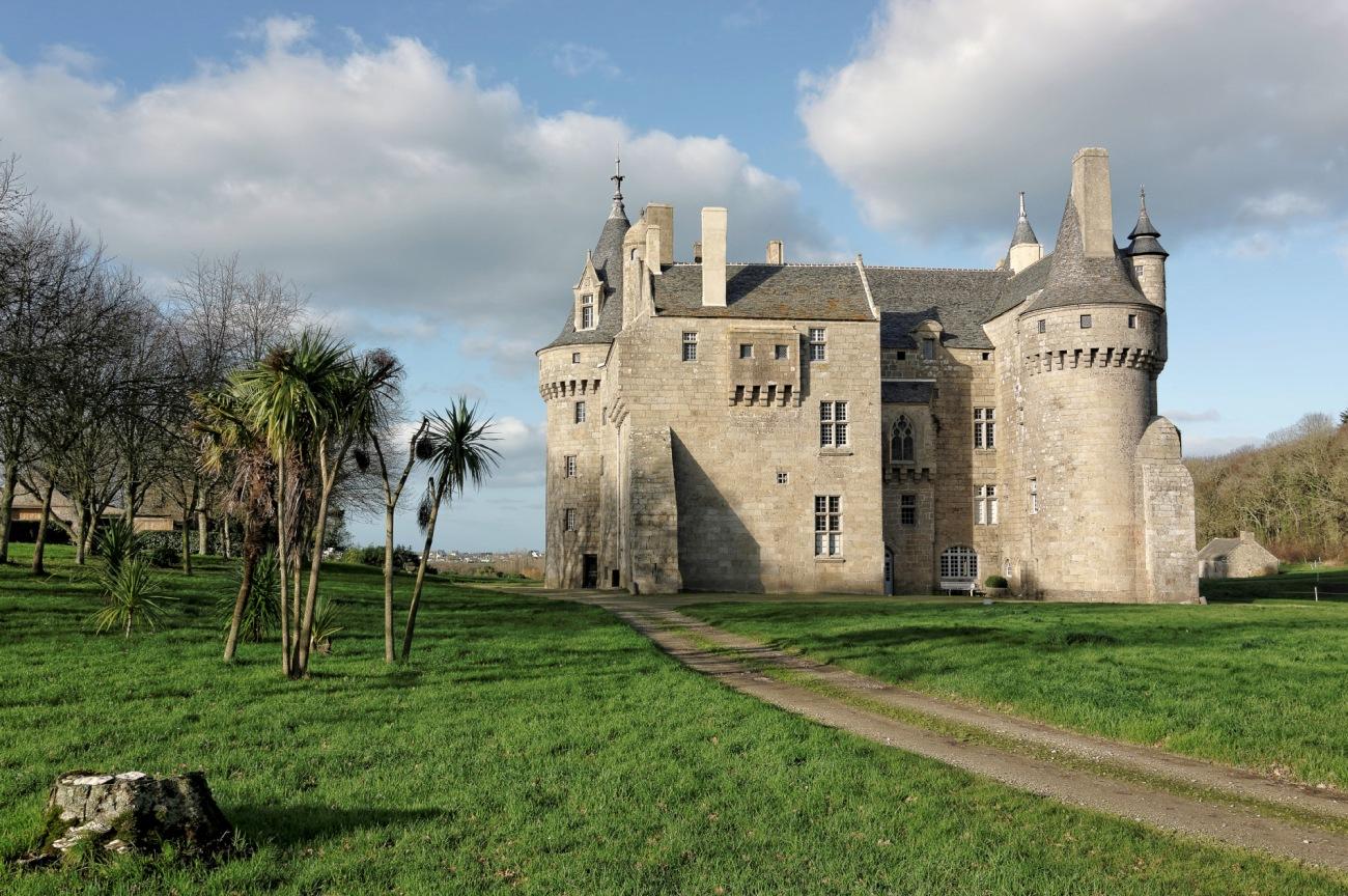 château de Kérouzéré, Sibiril, Finistère, Bretagne, façade avant du château de Kérouzéré