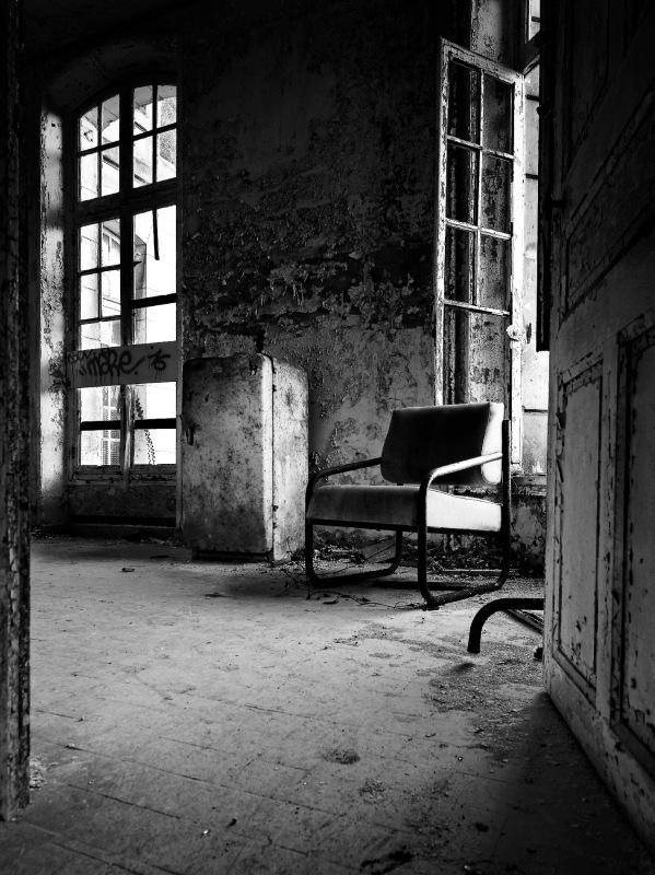 urbex, sanatorium delirium, noir et blanc, frigo au sanatorium delirium,