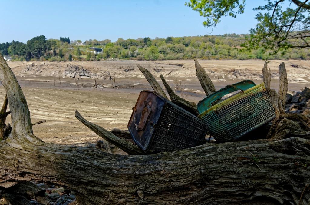assèchement du lac de Guerlédan, vidange du lac de Guerlédan, lac de Guerlédan, paysages étonnants lac vidangé, paysages lunaires lac asséché de Guerlédan, bretagne, Côte d'Armor, Morbihan, Saint-Aignan
