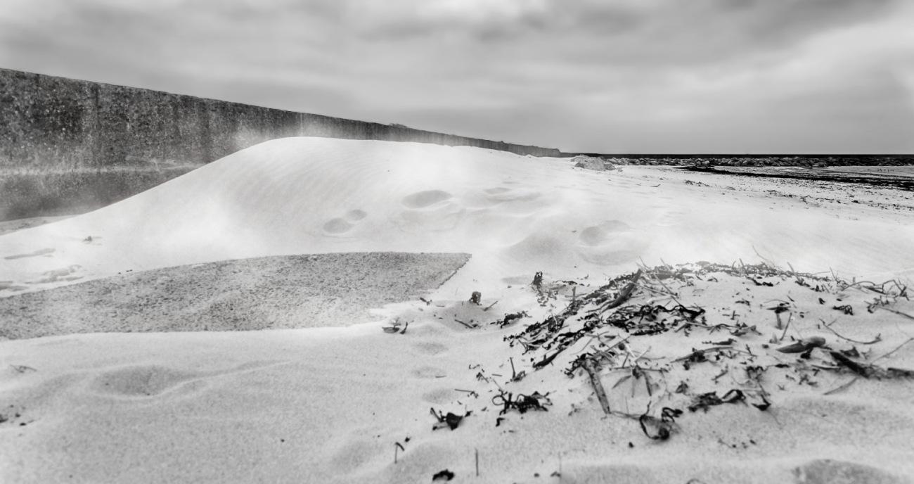 Port du Curnic, jettée du Curnic, sable, ensablement, traces dans le sable, Guissény, finistère, bretagne, noir et blanc