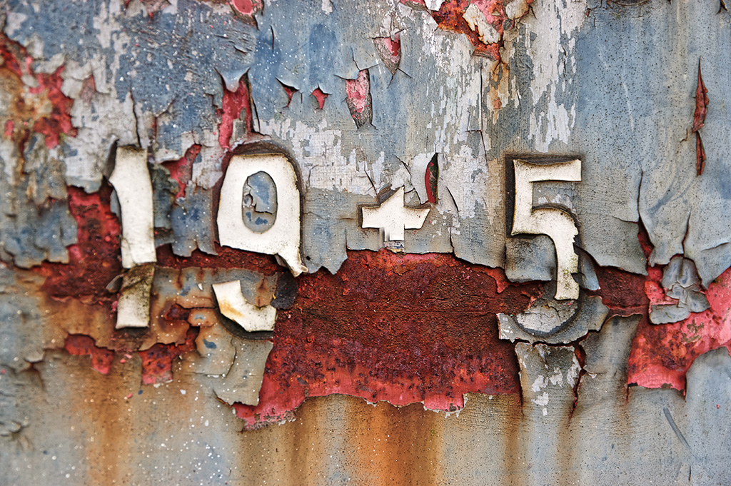 1945, écriture, chiffres, métal, corosion, musée du train, wagon, date anniversaire V-EDay,