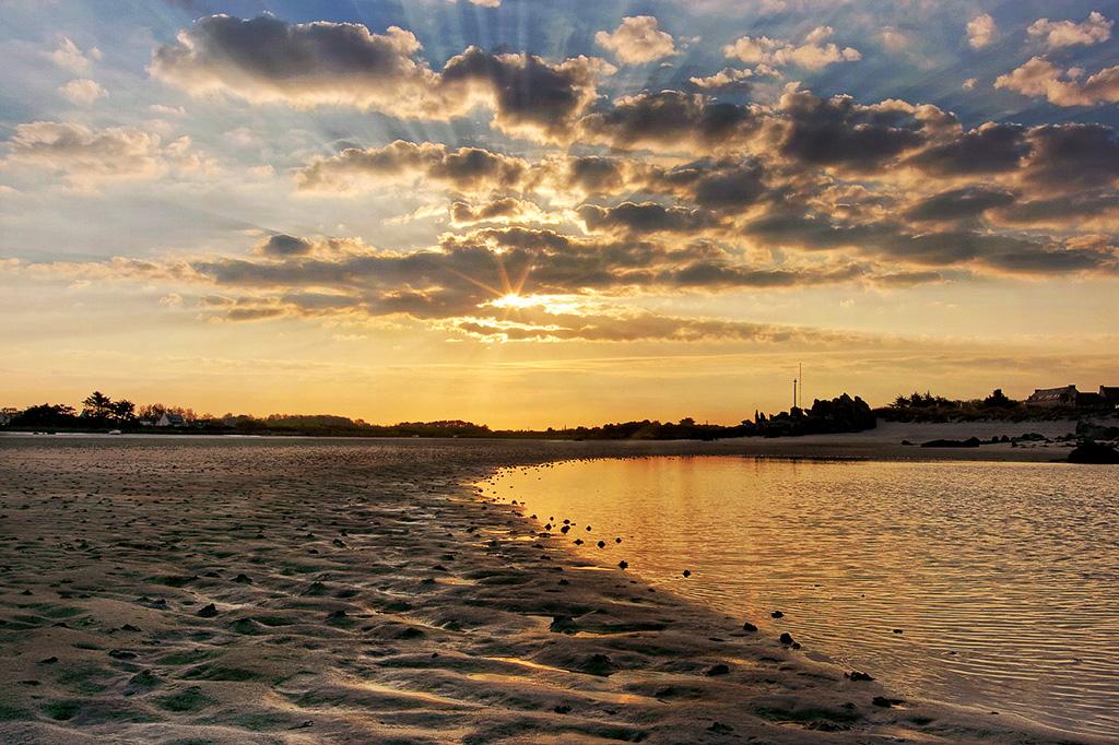 lever de soleil, baie de Guissény, Guissény, Finistère, Bretagne, calvaire Croaz An Aod