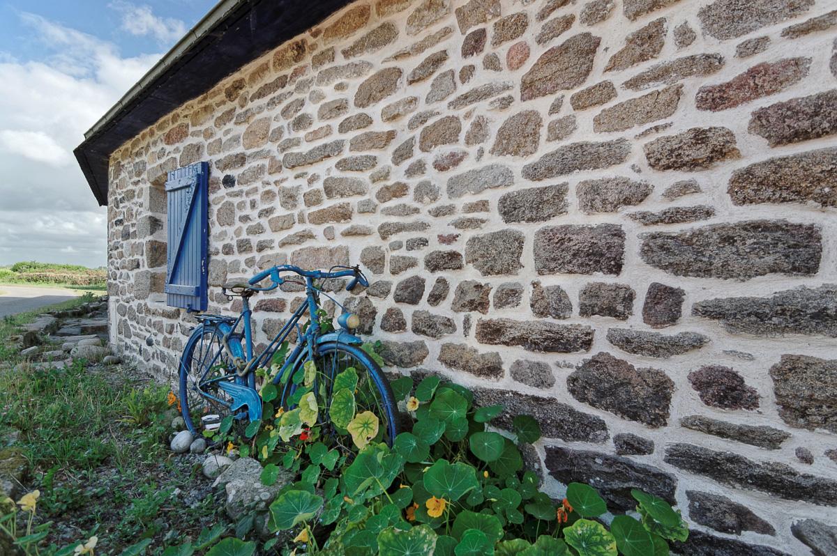 déco bretonne, vélo, chaumière bretonne, finistère, bretagne