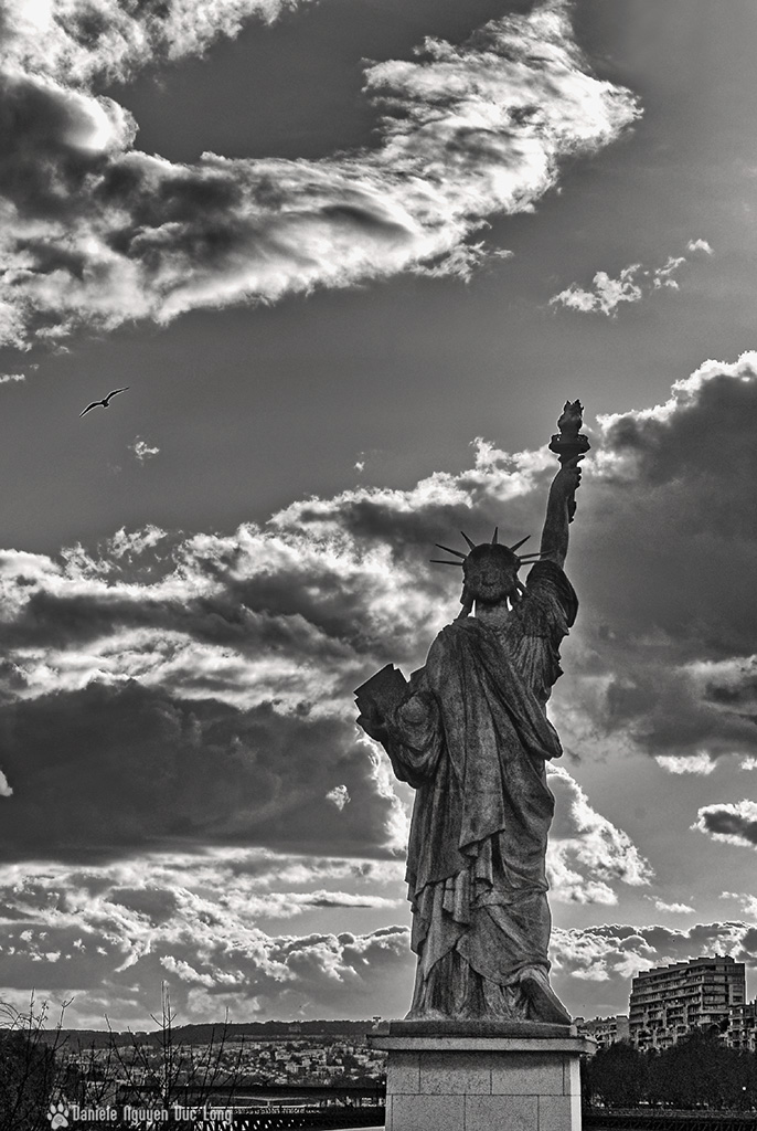 liberté de nous battre pour conquérir la Liberté, noir et blanc, statue Liberté, Paris, île aux Cygnes, 11 septembre