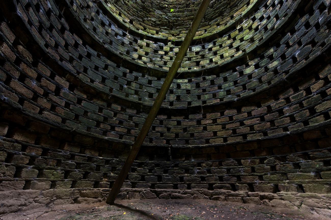 intérieur pigeonnier 1, colombier de Brézal, bretagne, finistère
