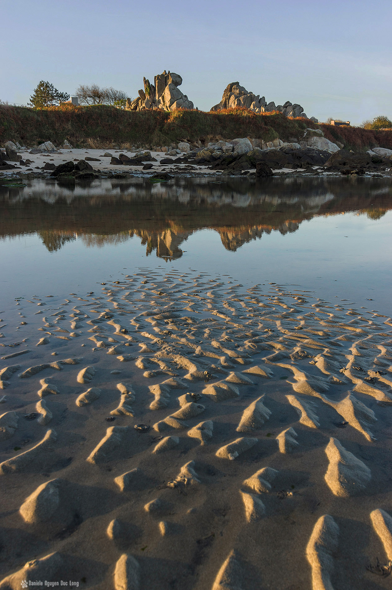 lever soleil et reflets barrachou et sillons sable , Guissény, finistère, bretagne, rochers, soleil levant