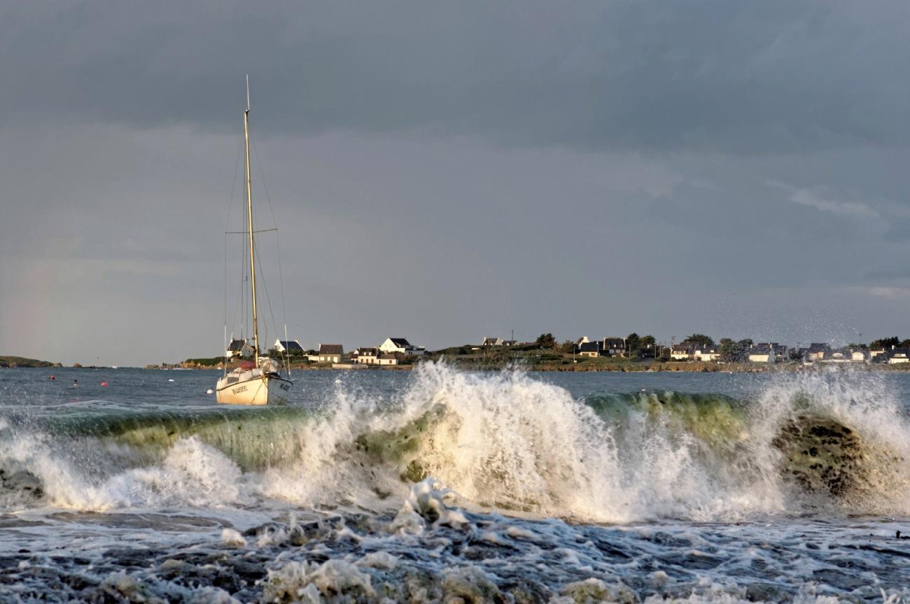 voilier, vagues, arc en ciel au Curnic, Coef 111, grandes marées, Curnic, Guissény, Bretagne,