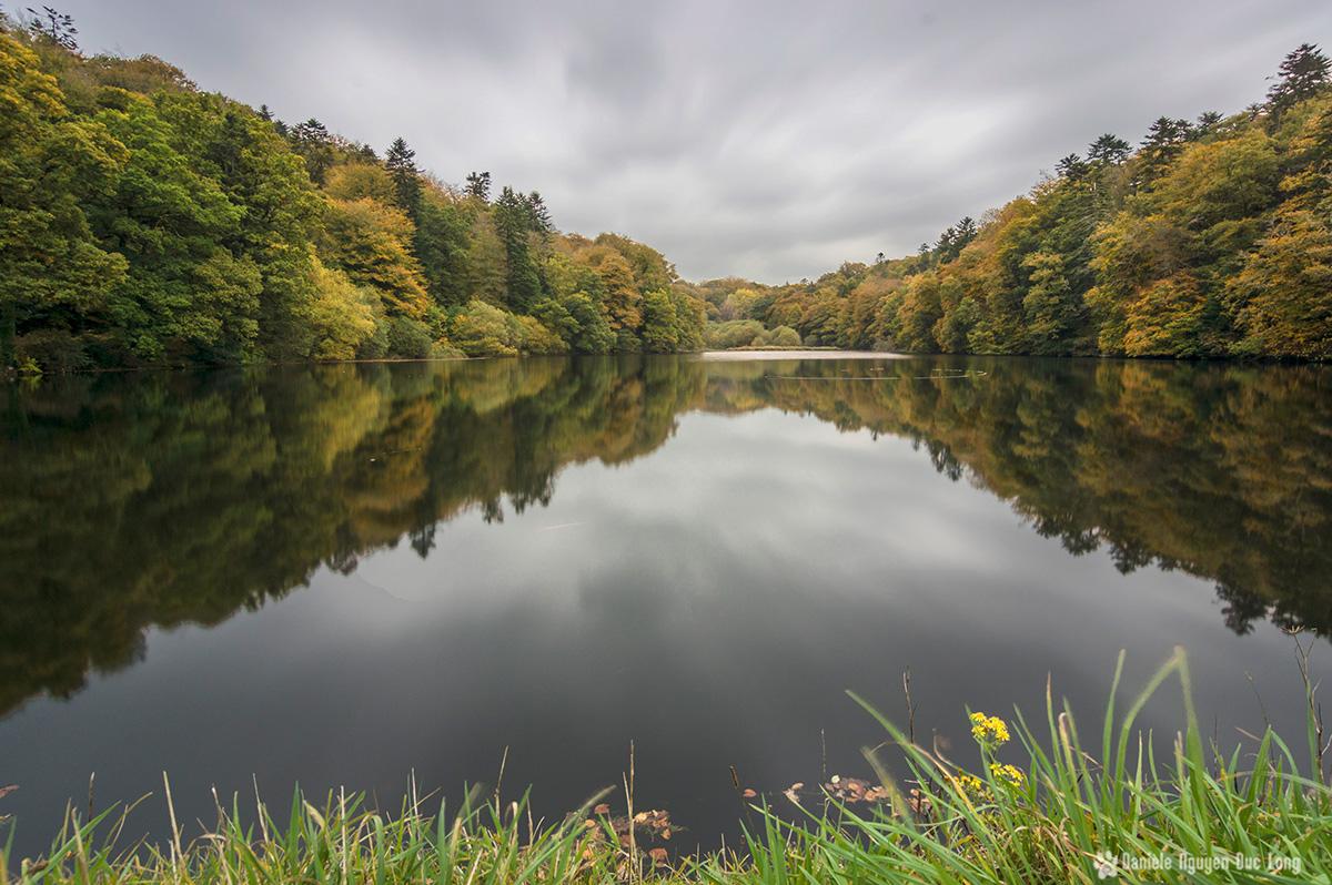 étang de Brézal début d'automne , pose longue étang de Brézal, finistère, bretagne, Pont-Christ