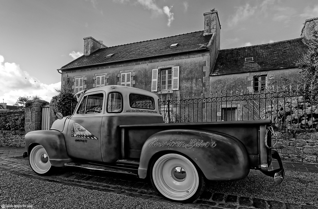 chevrolet version N&B au bourg de Guissény