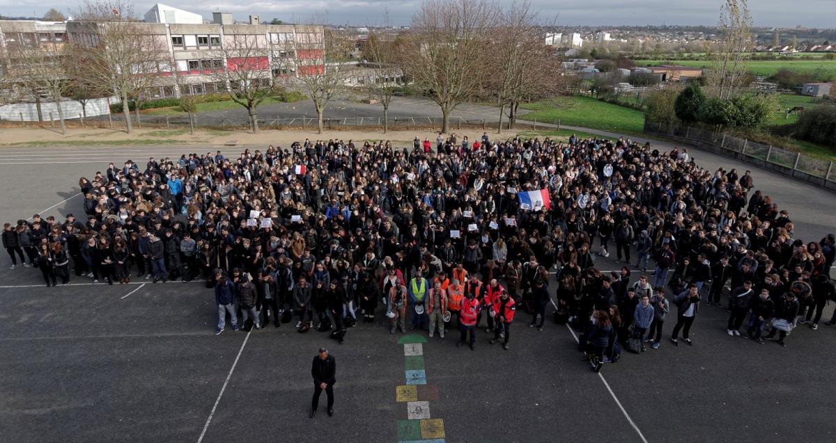 minute de silence attentats du 13 novembre lycee J Prévert - web