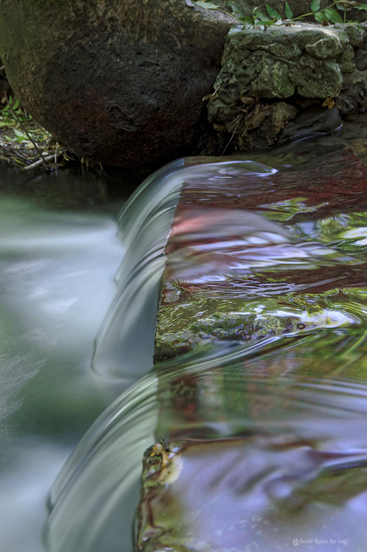 pose longue au ruisseau