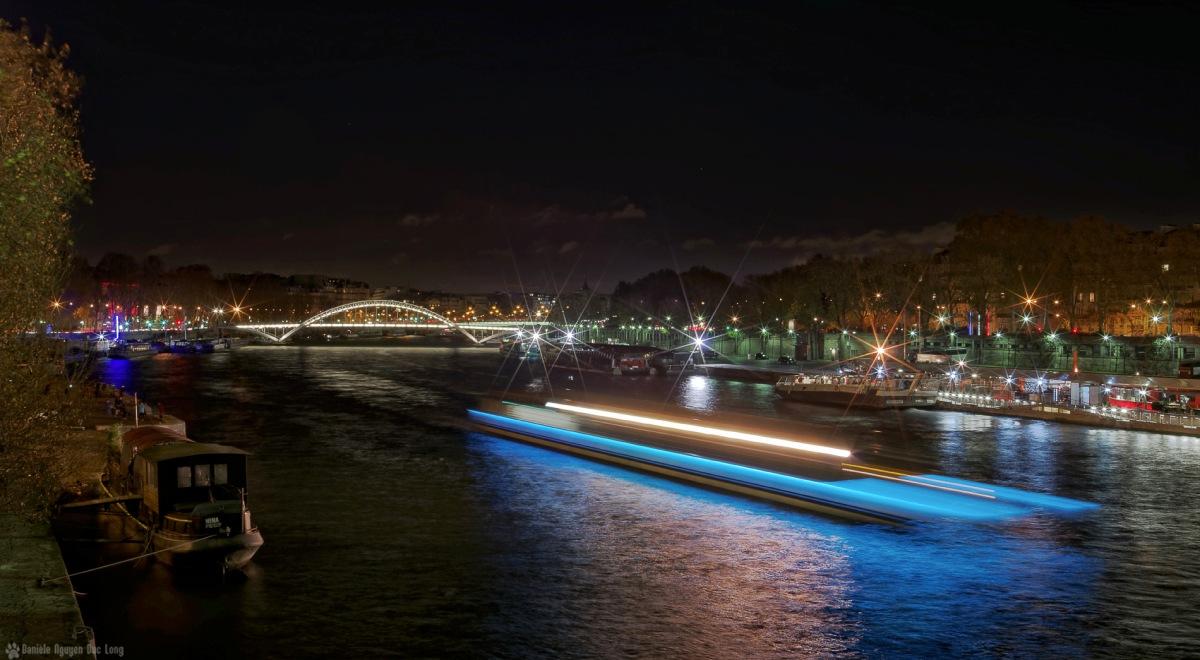 un vaisseau sur la Seine, La Seine, Paris, passerelle Debilly , pont d'Iena,