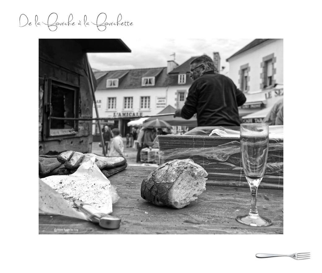 marché de la fourche à la fourchette, Guissény,Bretagne, Finistère, cuisson du pain au feu de bois