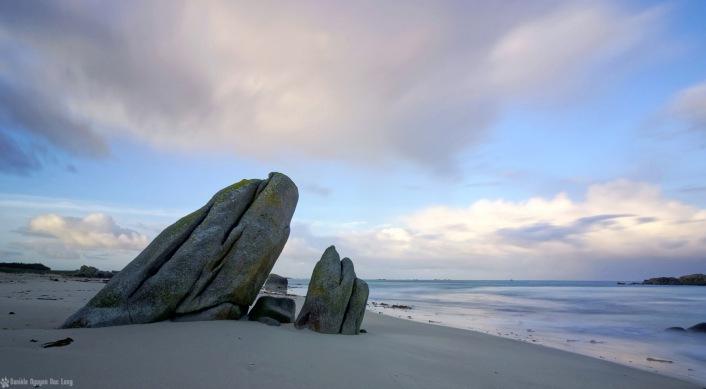 pose longue plage des Amiets rochers penché 01_DxOVP