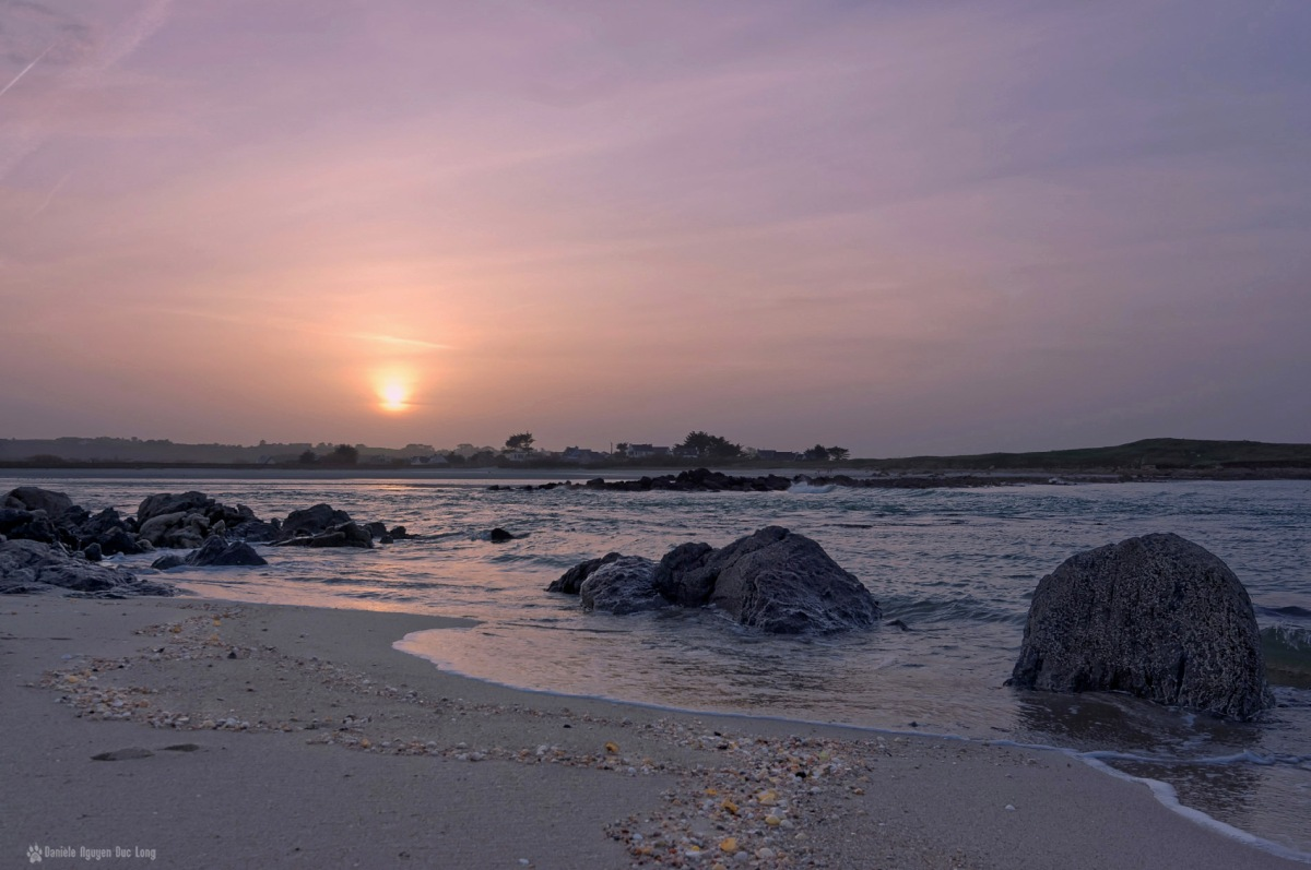 fin du jour à Dibennou, baie de Guissény face au Curnic, Guissény, Bretagne, Finistère
