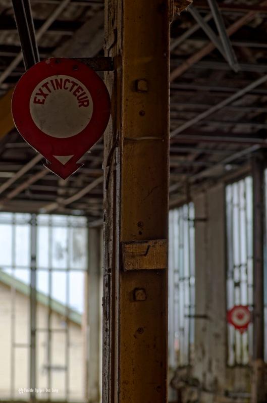 urbex usine du souvenir panneau, exploration urbaine, urbex, friche industrielle, usine du souvenir