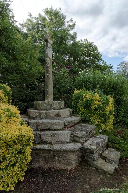 croix à la chapelle Guicquelleau, calvaire, Folgoet, Bretagne, Finistère