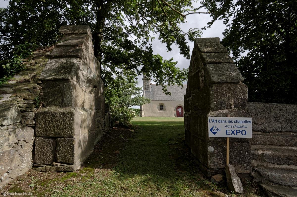 entrée enclos chapelle Guicquelleau, Folgoet, Bretagne, Finistère