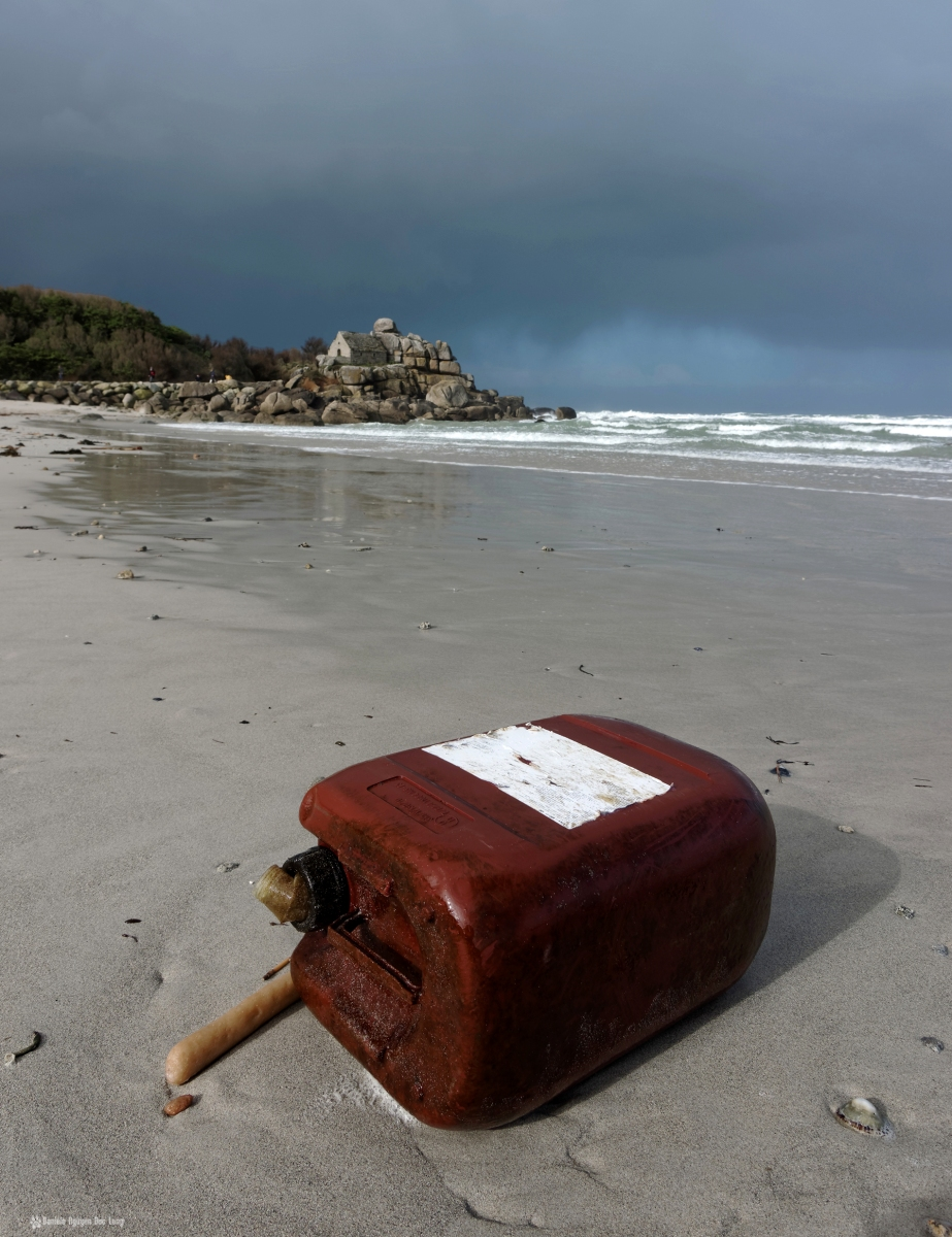 Kerfissien plage de Ode an Deved bidon échoué 2, maison de garde de Lavillo, Ker pors srtiz ou Ode an deved, Cléder, Finistère, Bretagne