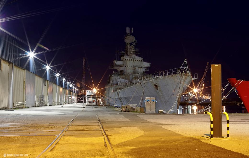 Le Colbert Port de Commerce à Brest de nuit, le Colbert, Le croiseur lance-missiles C611 Colbert,, Brest, Bretagne, Finistère