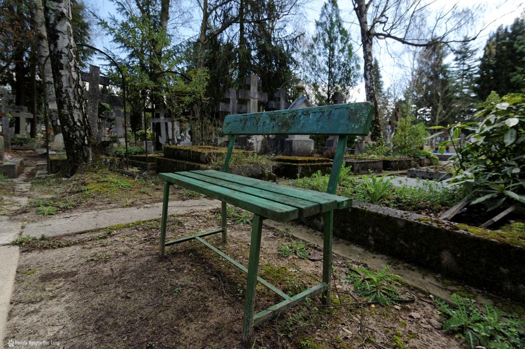 cimetière russe Ste-Geneviève banc pour converser avec les défunts
