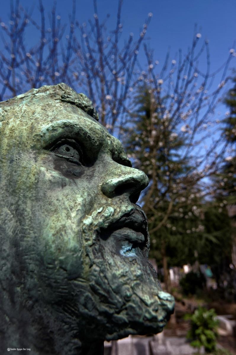 cimetière russe Ste-Geneviève-des-Bois détail sculpture tombe