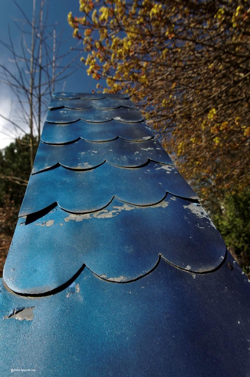 cimetière russe Ste-Geneviève-des-Bois détail toit sépulture en bois