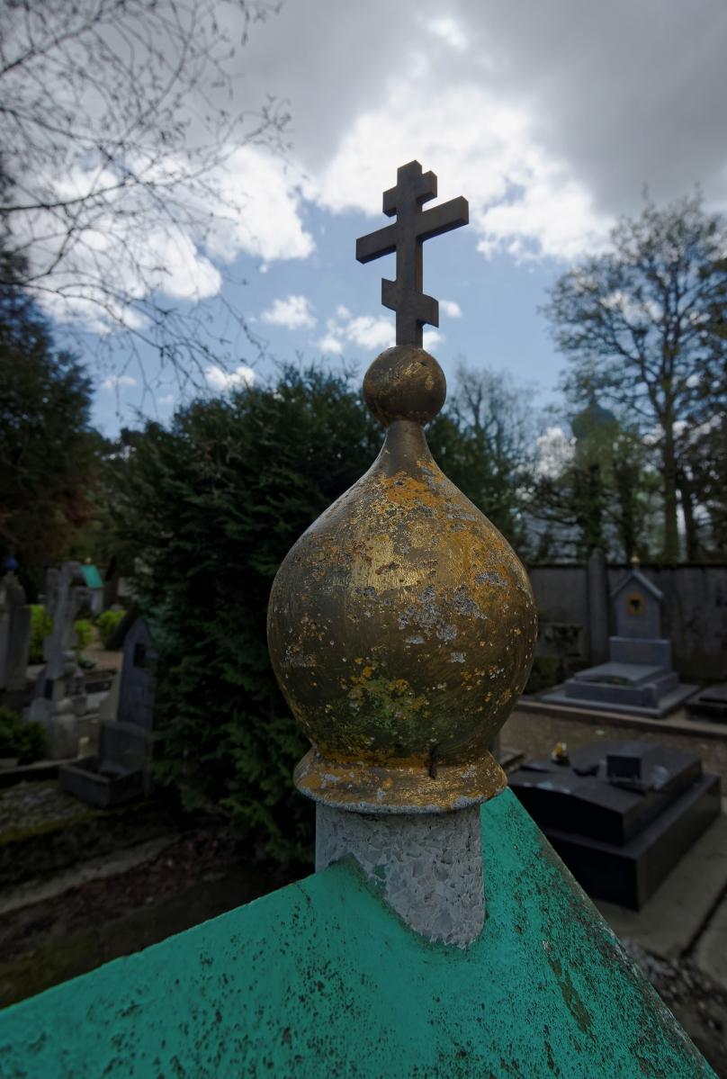 cimetière russe Ste-Geneviève-des-Bois dome or et pente verte