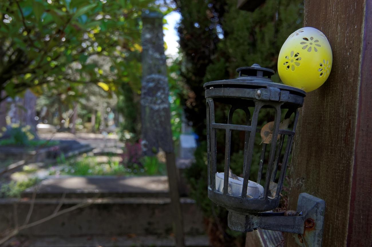 cimetière russe Ste-Geneviève-des-Bois lanterne et oeuf tombe orhtodoxe
