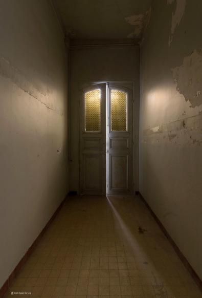 contre jour porte vitrée exposition pour le mur au château des 3 anges_ShiftN copie