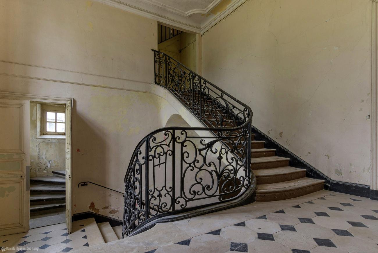 escalier 1er château des 3 anges , urbex, exploration urbaine, château des 3 anges