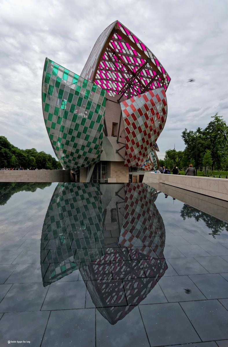 fondation louis vuitton voiles couleurs jour l'observatoire de la lumière daniel buren