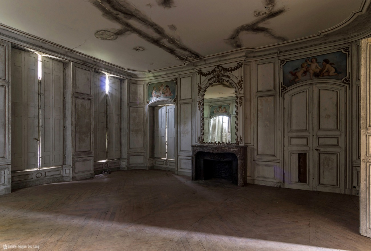 salon château des 3 anges miroir droite, urbex, château des trois anges, exploration urbaine