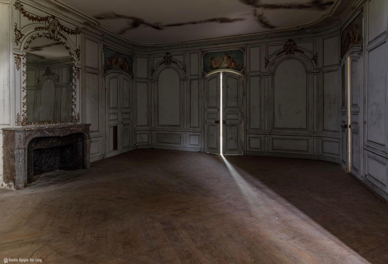 salon château des 3 anges miroir gauche, urbex, château des trois anges, exploration urbaine