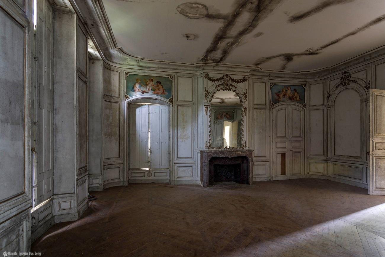salon des 3 anges et reflet trombine miroir, urbex, château des trois anges, exploration urbaine