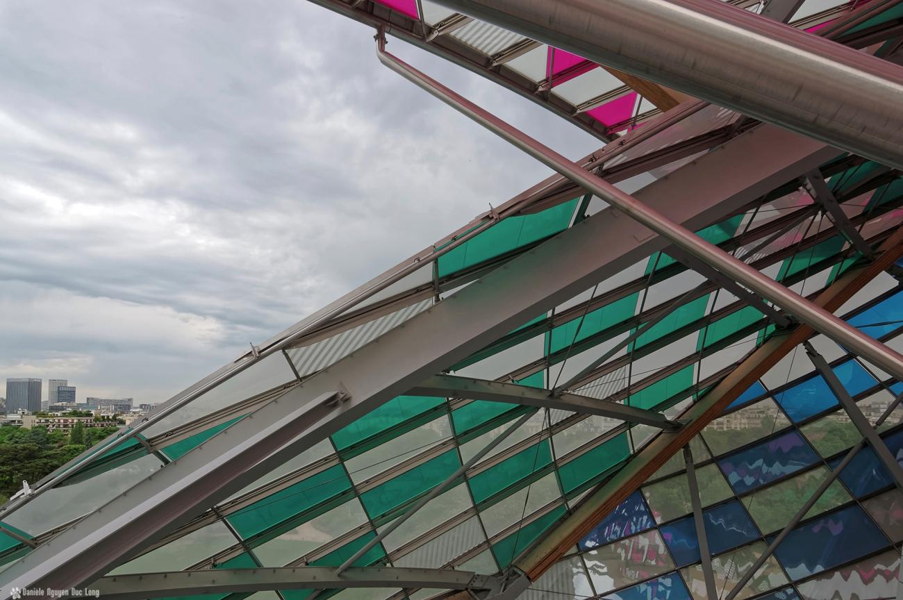 voiles Fondation Louis Vuitton, voiles colorées , Fondation Louis Vuitton, structure et voiles colorées fondation Louis Vuitton, expo temporaire L'Observatoire de la Lumière, Daniel Buren