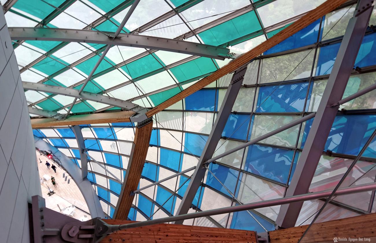 voiles colorées , Fondation Louis Vuitton, structure et voiles colorées fondation Louis Vuitton, expo temporaire L'Observatoire de la Lumière, Danie Buren